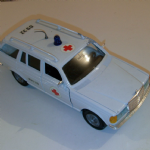GAMA 1:26 MERCEDES 300 TD MEDICAL AMBULANCE ESTATE CAR DIE-CAST MODEL @SOLD@